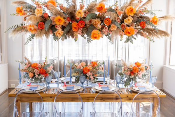 Blue and orange wedding décor